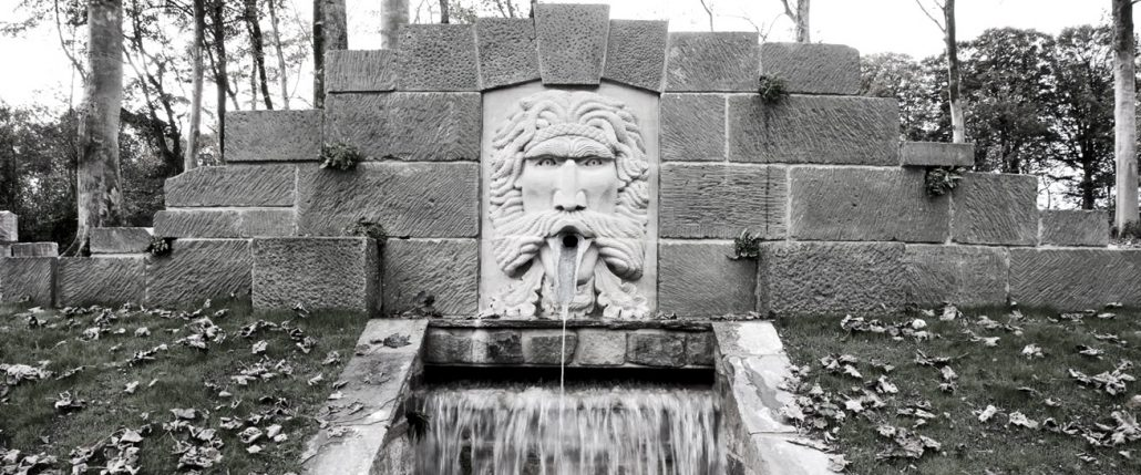 Harry Jonas Stonemasonry - Large Green Man Fountain - bw